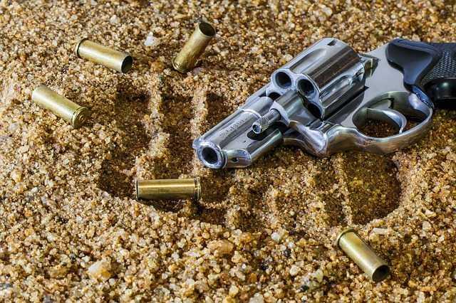 Porte de arma de fogo deve ser renovado periodicamente