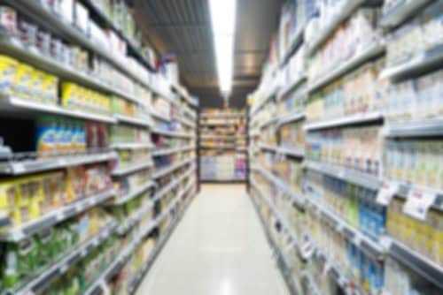 Supermercado é condenado por deixar auxiliar de limpeza trancada durante o serviço